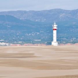 Faro de la punta del Fangar en el Delta del Ebro