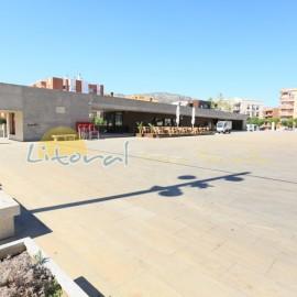 Centre commercial et restaurants dans L'Hospitalet de L'Infant