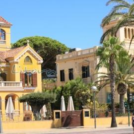 Casas modernistas del centro de Salou junto al paseo Marítimo