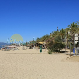 Playa de Poniente en vacaciones